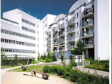 VON PRIVAT: Sachsenhausen, 4-ZW mit Laminat u. Balkon; Voraussetzung: Nur an 4-Personen-Haushalt