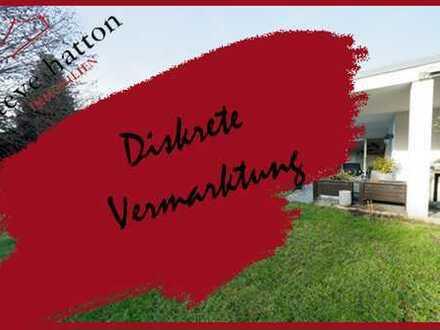 Wir sind auch JETZT für SIE da - Besichtigung möglich: Villa mit Nebengebäude / Stadtbergen