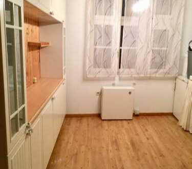 2 Zimmer Altbauwohnung mit Balkon in urbaner Lage