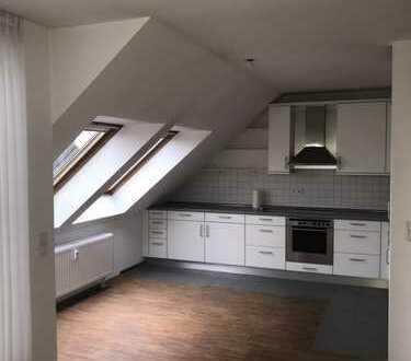 Helle und attraktive Dachgeschosswohnung im Herzen von Rath
