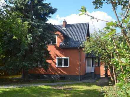 Haus mit Gästehaus und Garten, Johannisthal (Treptow)