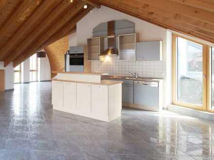 Moderne und helle 3,5-Dachgeschosswohnung in zentrumsnaher Lage zu vermieten
