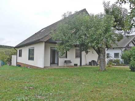 6222 - Freistehendes Einfamilienhaus mit Garten, Garage und Stellplatz!