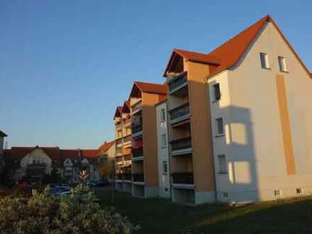 Vollständig renovierte 2-Zimmer-Wohnung mit Balkon und Einbauküche in Frohburg