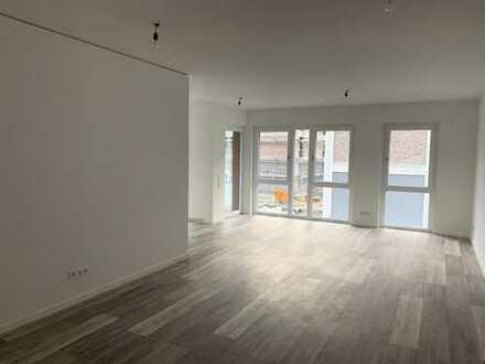 Neubau- Lichtdurchflutete Wohnung mit Balkon
