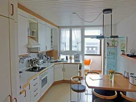 3,5-Zimmer-Wohnung mit gr. Wohnküche und sonniger Loggia (WG-geeignet)