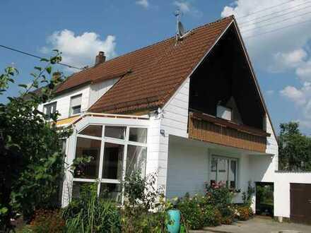 Schöne Doppelhaushälfte mit großem Grundstück in Augsburg, Firnhaberau