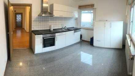 Großes, helles Zimmer in schöner Wohnung in Böblingen, TS 21 1.OG