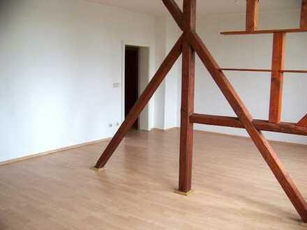 C-Schönau, Zwickauer Str. 283 urige 3 bi- 4 Zimmer, unterteilt in 6 Zimmer Dachgeschosswohnung