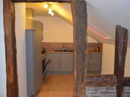 Gepflegte 2-Zimmer-Dachgeschosswohnung mit Balkon und EBK in Euskirchen