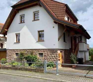 Gepflegtes Einfamilienhaus mit fünf Zimmern und Einbauküche in Brachttal, Brachttal