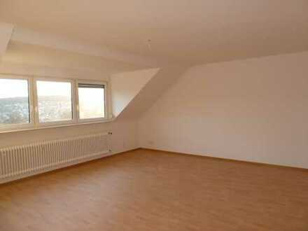 Schöne Aussicht: 3 1/2 Zi.-Dachgeschosswohnung in Schöllbronn bei Ettlingen