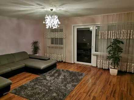 Modernisierte 3,5-Zimmer-Wohnung mit Balkon und Einbauküche in Kitzingen