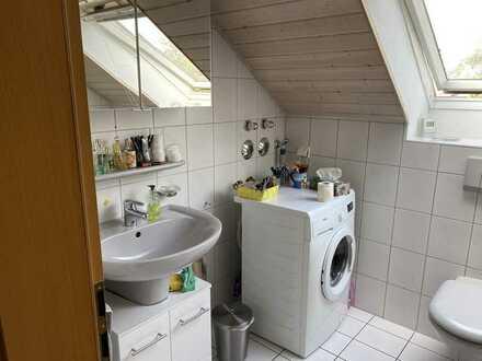 Helle und freundliche 3 Zimmer DG Wohnung in ruhigem Umfeld