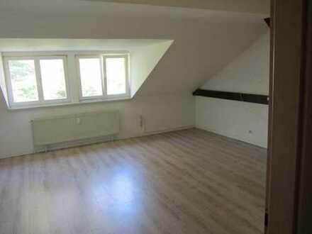 Modernisierte 2-Zimmer-DG-Wohnung mit Einbauküche in Stendal