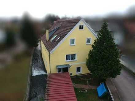Teilrenoviertes Mehrfamilienhaus, idyllisch am Dorfbach gelegen, ideal für Kapitalanleger