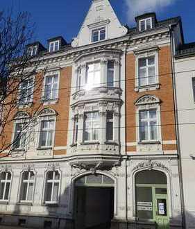 Attraktives Architekten-Atelier, 5 Zimmer, 138 m², auch als Whg. nutzbar, viel Stuck, großer Balkon
