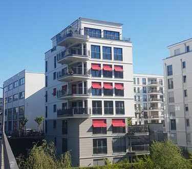 Einzigartige Wohnung in direkte Wasserlage mit riesiger Terrasse in Berlin, Charlottenburg