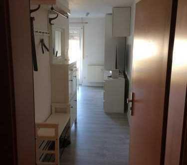 Ab 01.05. : möblierte und renovierte 1-Zimmer Wohnung mit TG-Stellplatz