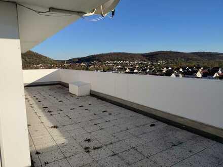 Gepflegte 2-Zimmer-Penthouse-Wohnung mit Balkon und EBK in Bruchsal