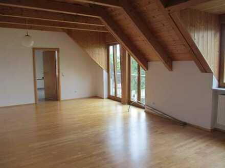 Wunderschöne 3 Zimmerwohnung in top Lage! Nur 2 Wohneinheiten! Inklusive Küche und großem Balkon
