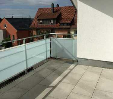 Helle 2-Zi.-Neubauwohnung, EBK, Balkon, Fliesenboden, Aufzug, TG-Stellplatz, ruhige Innerortslage