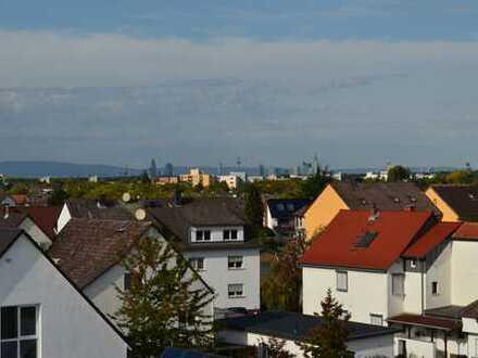 Neubau: Exklusive 3-Zimmer-Maisonetten-Wohnung mit 2 großzügigen Balkonen & tollem Skyline Blick