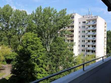 Günstige 4-Zimmer-Wohnung mit Loggia im Flemminggebiet