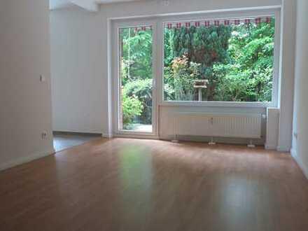 Modernisierte 2-Zimmer Wohnung mit großer Terrasse und Einbauküche!