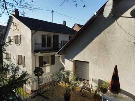Haupt- und Nebenhaus auf einer Parzelle, Garagen vorhanden, weitere Garagen möglich