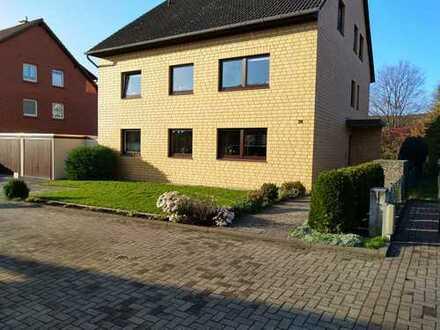 3-Zimmer-DG-Wohnung mit neuem Bad und neuen Fenstern, Balkon und Einbauküche in Hildesheim