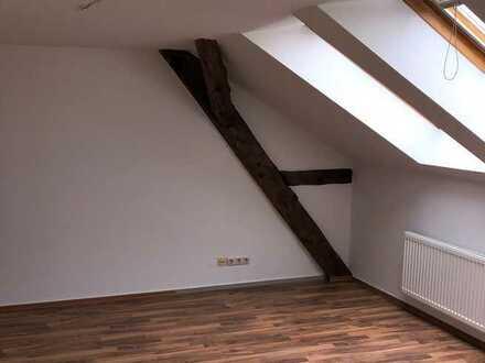 *Charmante Dachgeschosswohnung erwartet Ihre neuen Mieter*