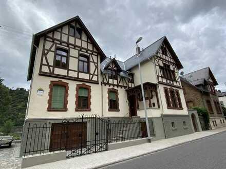 Juwel: Herrschaftliche 4-Zimmerwohnung in Villa am Rhein, 155 m², Dachterrasse, Balkon Rheinblick, K