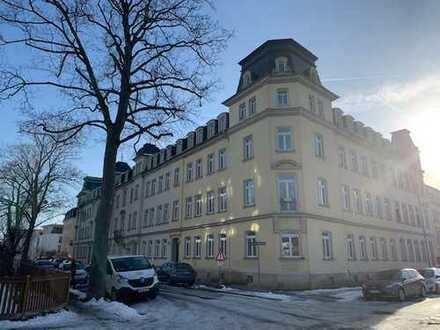 TOP-gepflegte lichtdurchflutete 5-Zimmer-Wohnung mit Balkon in Dresden-Blasewitz