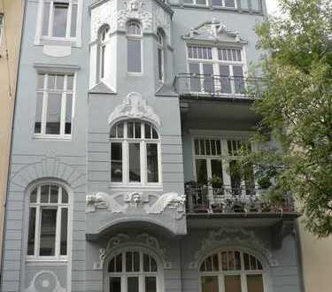 Schöne Wohnung im denkmalgeschützten Jugendstilhaus mit Balkon