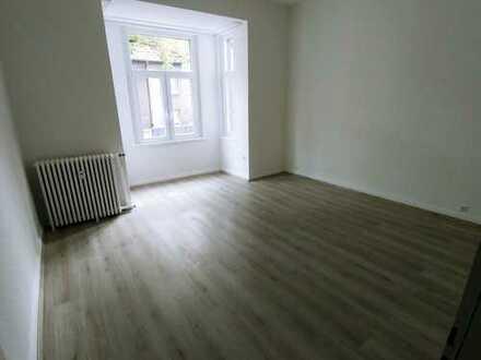 Neu renovierte 2,5 Zimmer Wohnung mit Badewanne und Dusche!