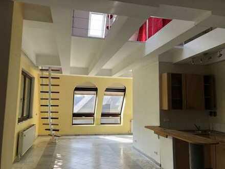 Exklusive, geräumige 1-Zimmer-Dachgeschosswohnung mit Terrasse und EBK in Berlin - Tempelhof
