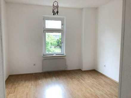 *frisch gestrichene* 3-Raum Wohnung