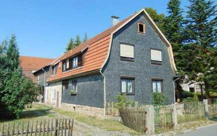 Einfamilienhaus mit großem Garten und Scheune