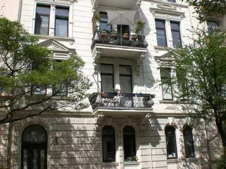 Top-Stilaltbauwohnung mit 2 neuen Bädern und Innenhof, ruhig und zentral