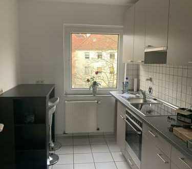 Helle, schön aufgeteilte 3 Zi. , Küche m.Möbeln, Bad, Schlafzimmer m.Schränken, Süd-West-Balkon