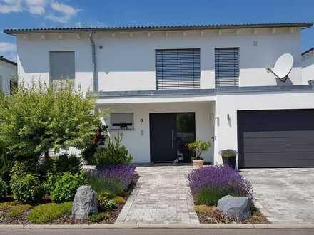Luxuriöses Einfamilien-Wohnhaus Doppelgarage - Randlage mit fantastischem Ausblick