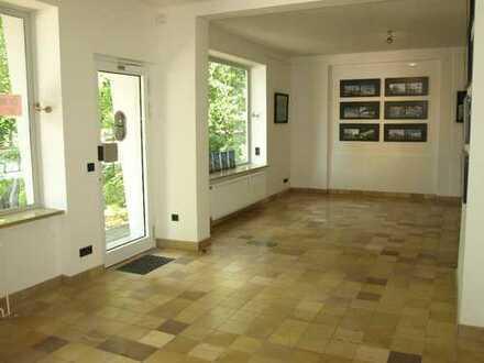 Hervorstechendes Gebäude -Top Lage gegenüber des Hubertuskrankenhaus - Büro, Praxis, Restaurant