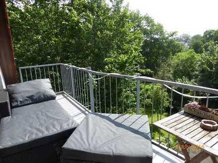 Schwachhausen: 6 Zimmer Maisonette Wohnung, ca 166 qm mit Sonnenbalkon