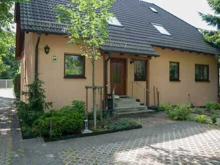 Glienicke - 3-Zimmer-Dachgeschosswohnung mit Balkon, in ruhiger Anliegerstraße