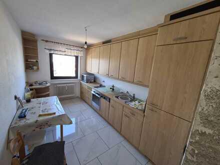 Helle modernisierte Wohnung mit drei Zimmern sowie Balkon und Einbauküche in Hockenheim