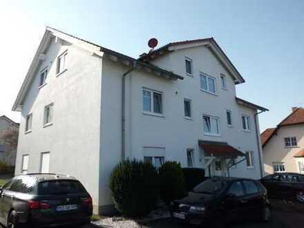Gepflegte 3,5-Zimmer-Wohnung mit Balkon und Einbauküche in Großostheim