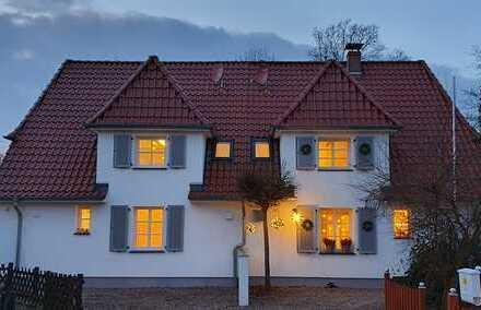 Kleines individuelles Haus mit schönem Garten und Carport