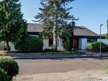 Exklusiver Firmensitz in Erkelenz. Schönes Anwesen mit extravagantem Bürohaus und Stellplätzen.