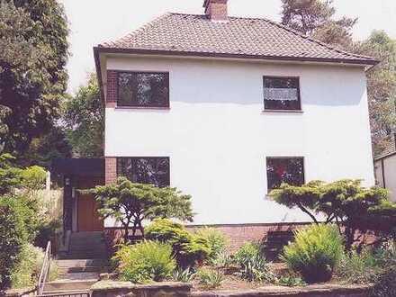Sonnige zwei Zimmer Wohnung mit großer Wohnküche und Gartennutzung
